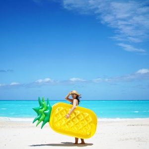 bouée ananas sur plage