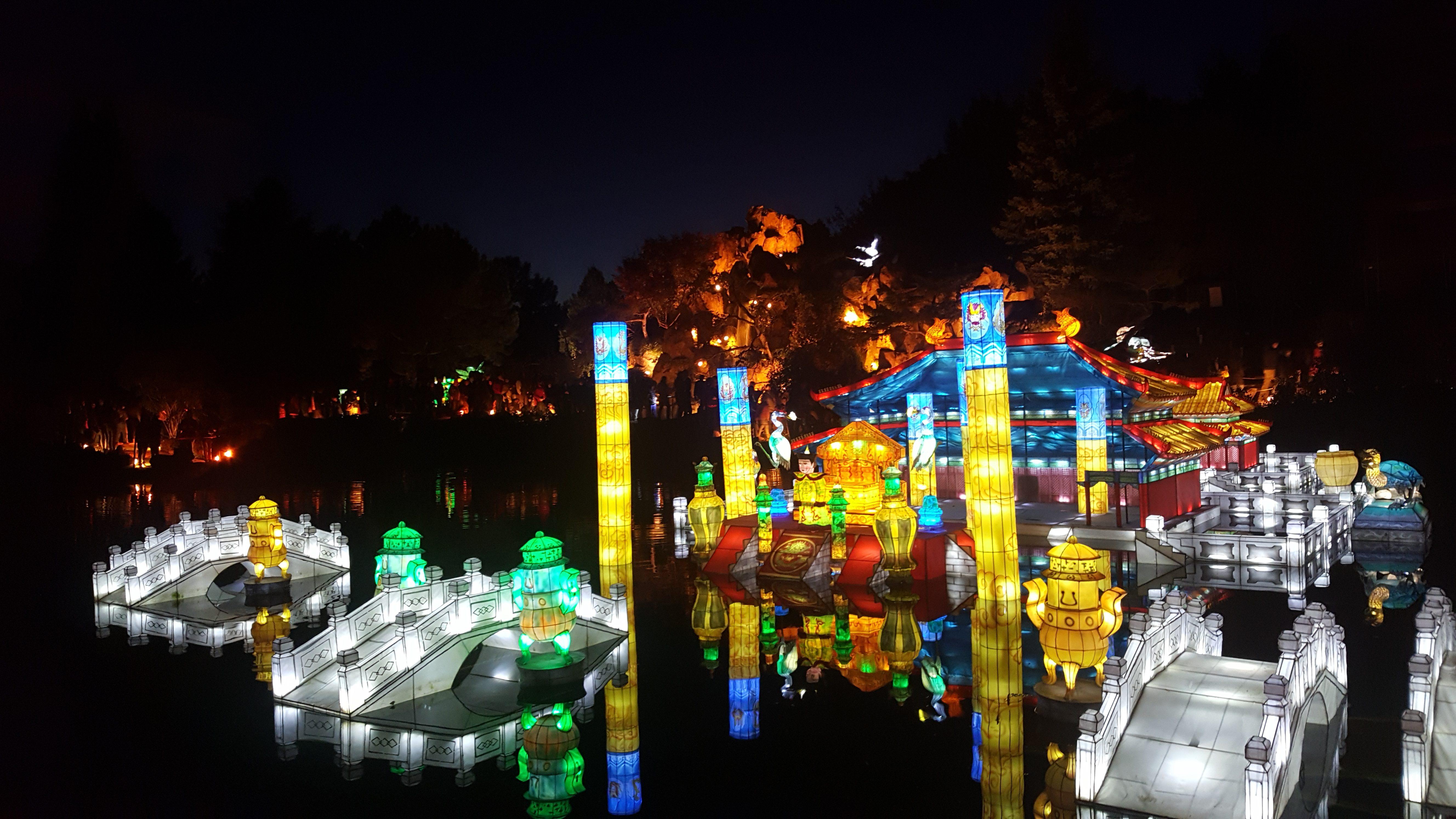 lanternes palais sur l'eau